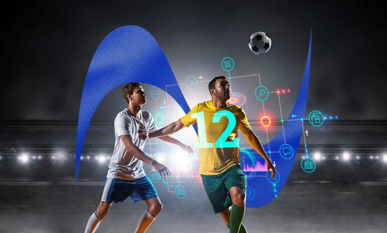 Un jugador de fútbol golpea un balón y ese movimiento genera informaciones