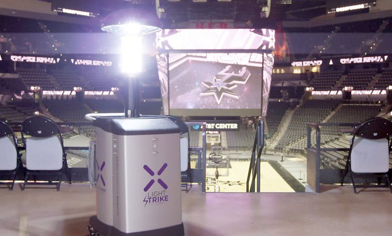 Un robot LightStrike desinfectando las instalaciones del pabellón. / Fotos: Spurs