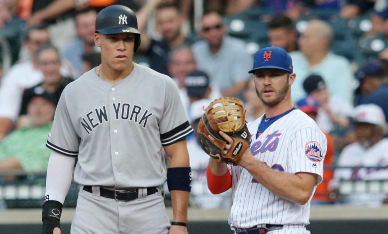 Jugadores de los equipos de beisbol Mets y Yankees
